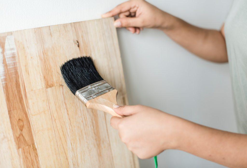 Streichen von Holz